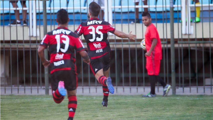 Diego comemora gol pelo Flamengo