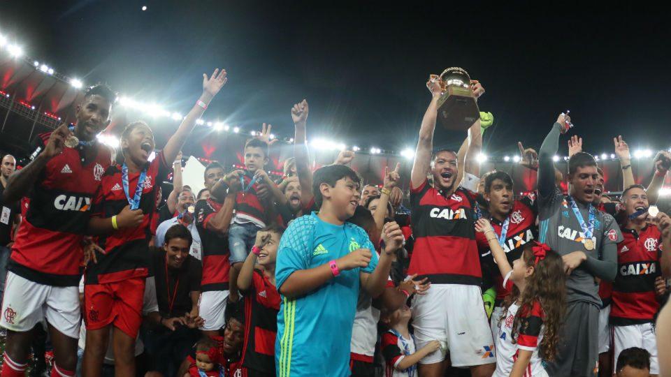 Flamengo campeão carioca 2017 taça Réver