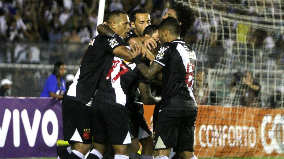 Vasco gol Fluminense São Januário Brasileiro 2017