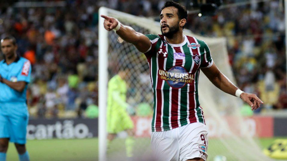 Henrique Dourado gol Fluminense 2017 Coritiba Maracanã