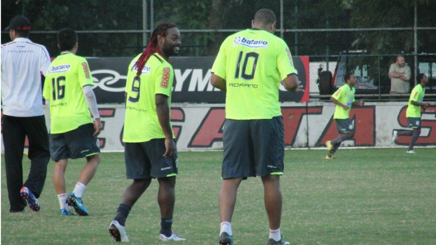 Vagner Love Adriano Flamengo 2010 Gávea Império do Amor