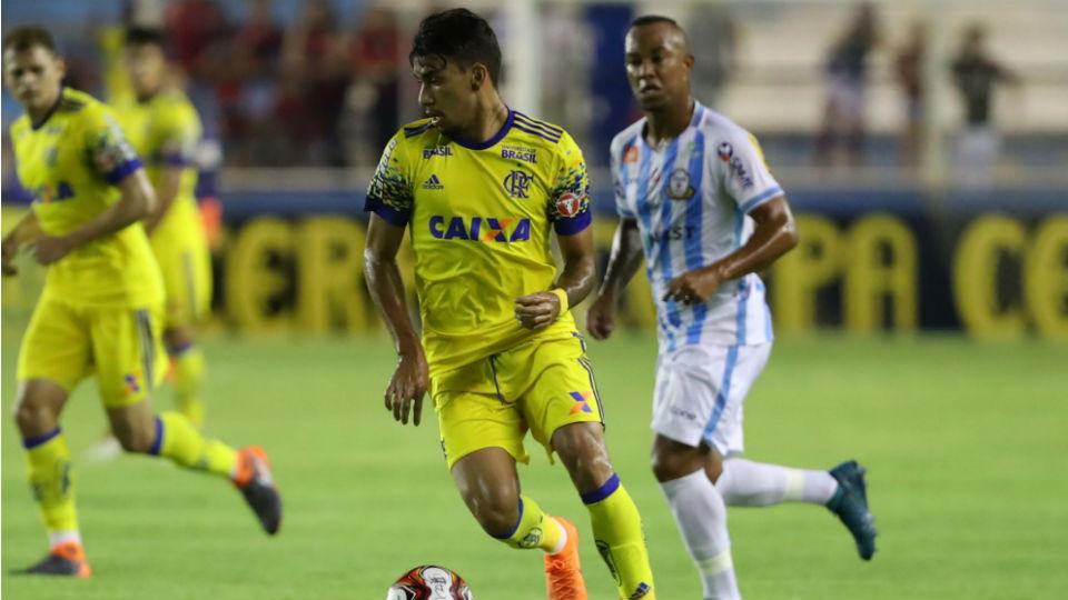 Lucas Paquetá Flamengo Macaé camisa amarela 2018