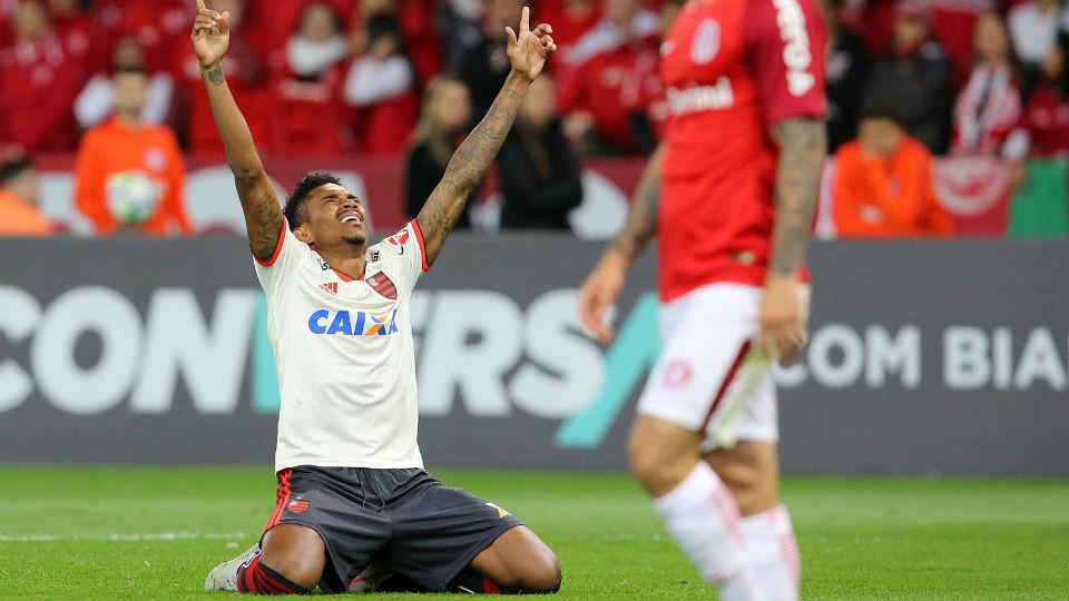 Vitinho Flamengo primeiro gol Internacional Beira-Rio 2018
