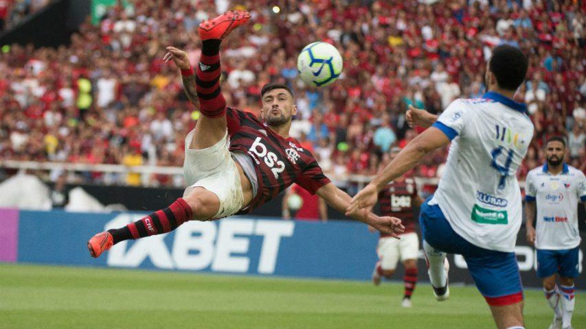 Arrascaeta Flamengo Fortaleza 2019 voleio