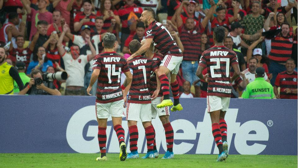 Flamengo comemora Rafinha