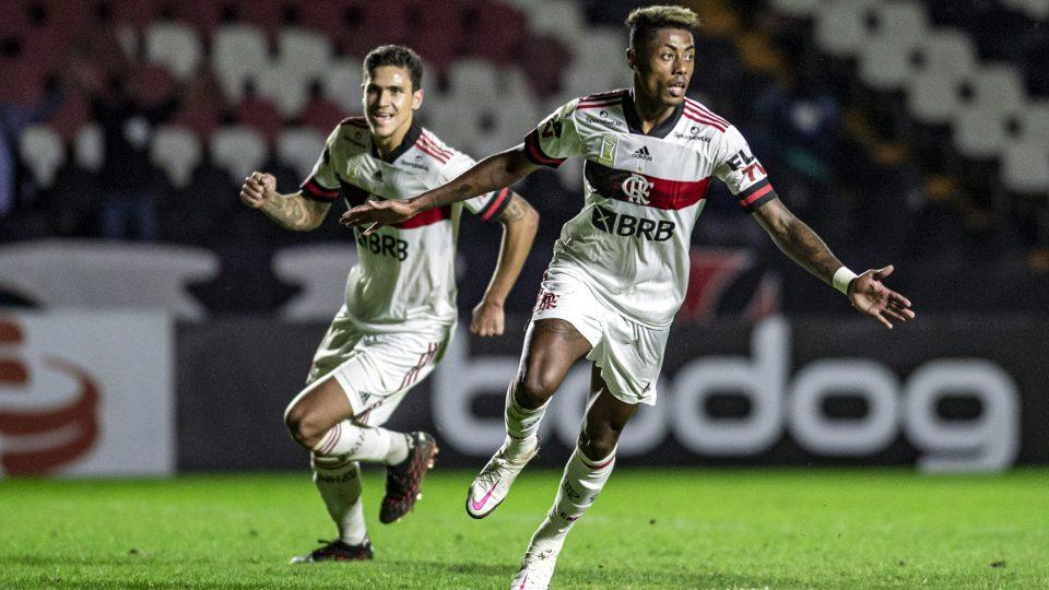 Bruno Henrique gol Vasco Flamengo São Januário Brasileiro 2020