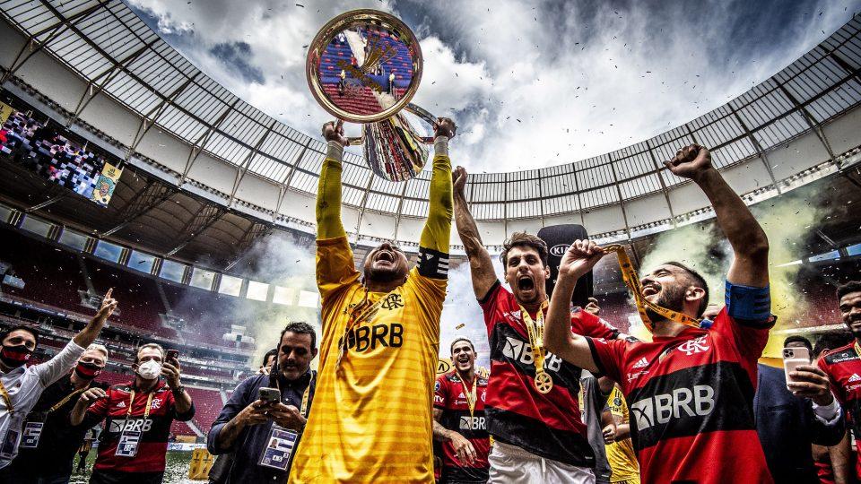 Diego Alves Flamengo taça Supercopa do Brasil 2021
