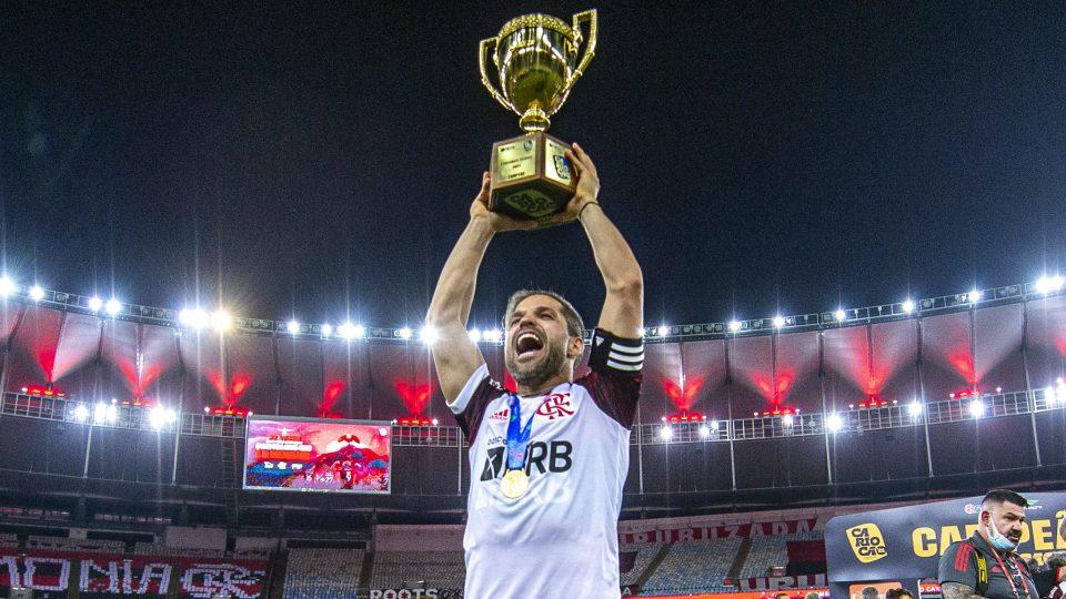 Diego Flamengo taça trofeu Campeonato Carioca 2021